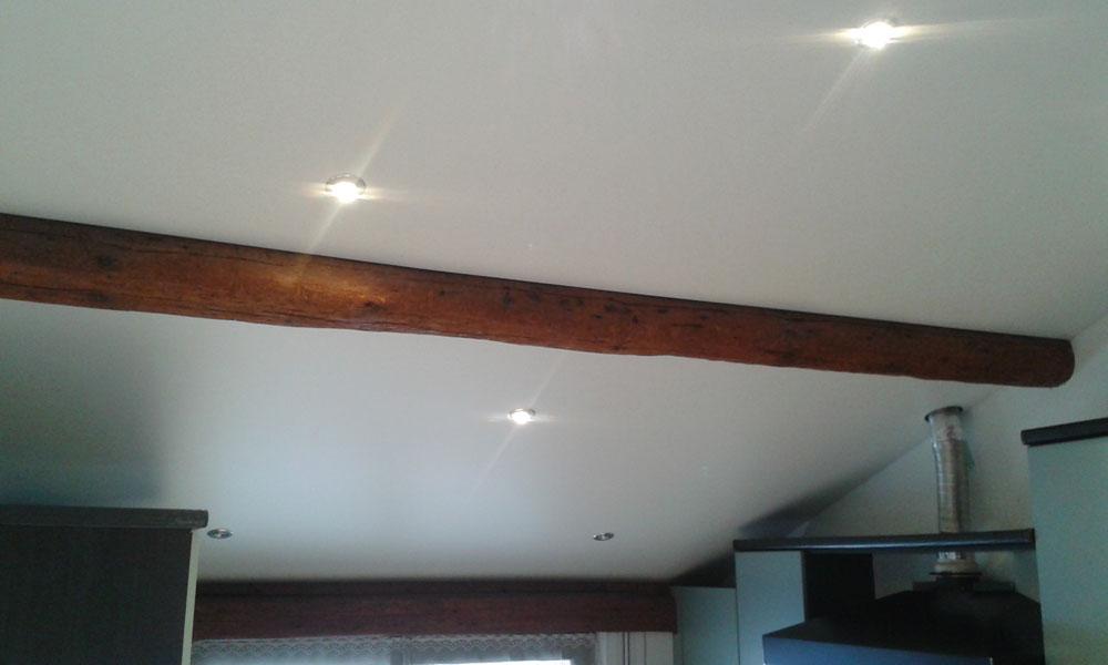 plafond tendu entre les poutres alsaciennes plafond tendu lm. Black Bedroom Furniture Sets. Home Design Ideas