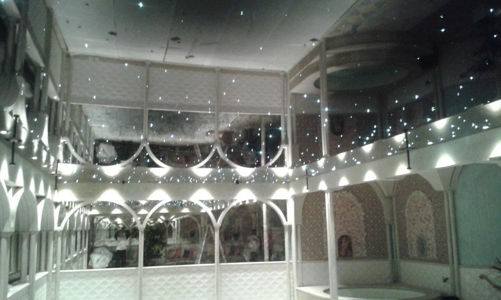 plafond tendu laqu au dessus d 39 une piscine plafond tendu lm. Black Bedroom Furniture Sets. Home Design Ideas