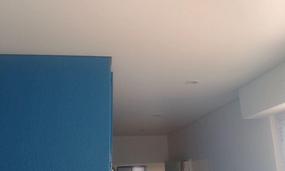 renovation plafond cool un plafond de salle a manger lambris bois with renovation plafond. Black Bedroom Furniture Sets. Home Design Ideas