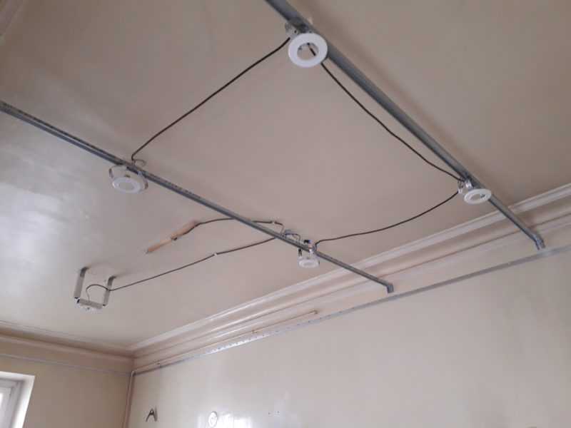 plafond tendu cuisine grande hauteur plafond tendu lm. Black Bedroom Furniture Sets. Home Design Ideas